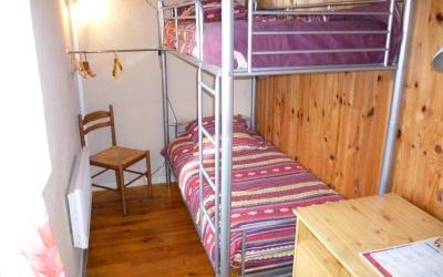 Chez Fanou - La deuxième chambre, avec un coin bureau.