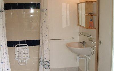Chez Fanou - La salle de bain, toujours au rez-de-chaussée.