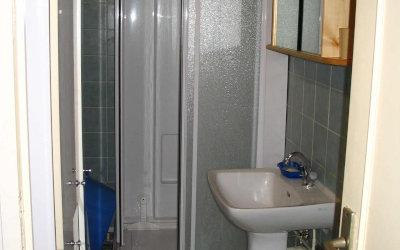 Chez Gwen - La salle d'eau, avec douche.
